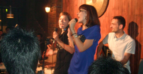 Zuzana & Kasia, Foreigners sing Chinese (Oct. 16, 2009)